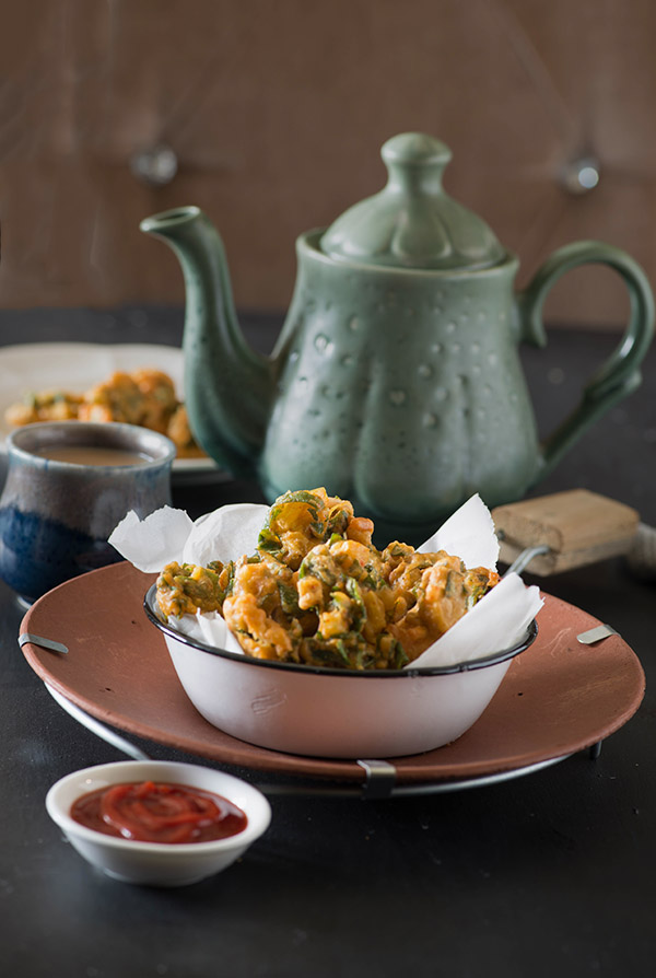 Palak Pakoda are crisp fritters made with spinach leaves in gram flour batter. A quick Indian snack recipe relished most in monsoons palak pakora are easy to make quick and easy appetiser recipe.
