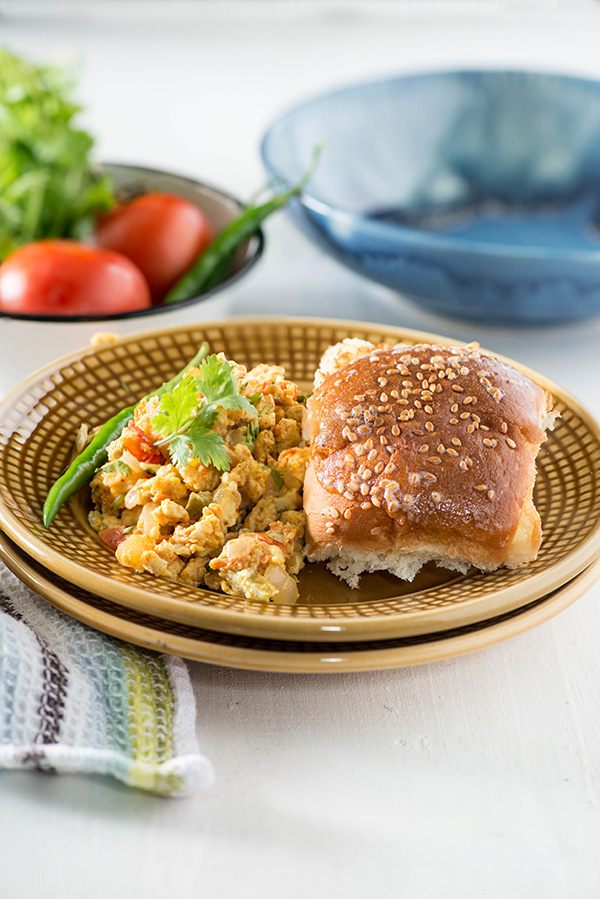 Anda Bhurji Pav Mumbai style. Spicy street style egg bhurji Pav recipe in which eggs are cooked with spicy masala. These masala scrambled eggs are served with popular Mumbai bread lady pav which is buttered and toasted. Perfect Indian street style breakfast.