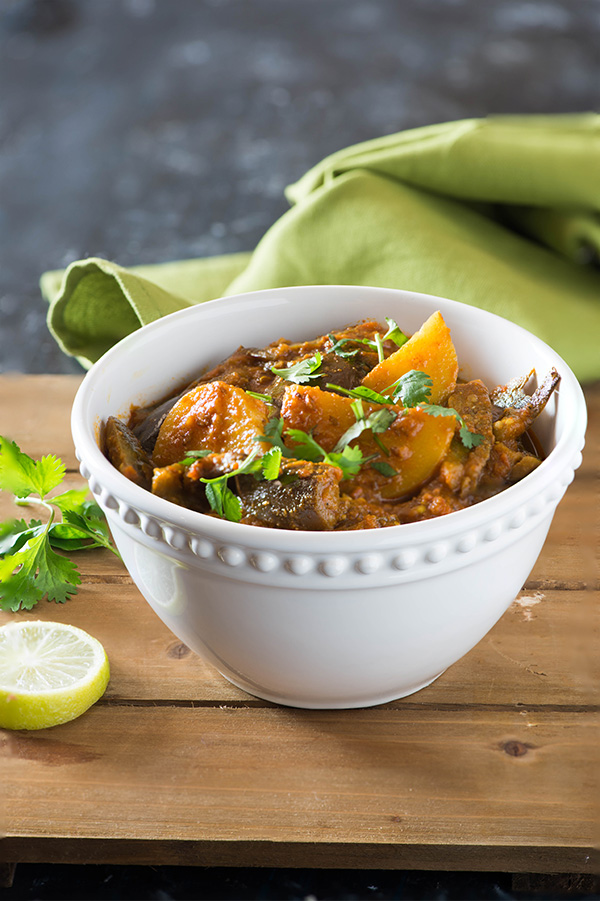 Aloo baingan sabzi is tasty curry from North India. Eggplant and Potatoes are cooked in a tangy gravy with aromatic spices for this no onion no garlic tasty curry