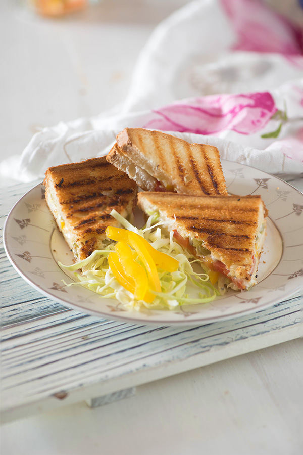 Chilli cheese toast recipe. Simple and easy to make chilli cheese toast recipe with step by step method video. Popular Mumbai Street food inspired open toast. This Veggie Chilli Cheese toast sandwich is inspired by the Chilli toast recipe.