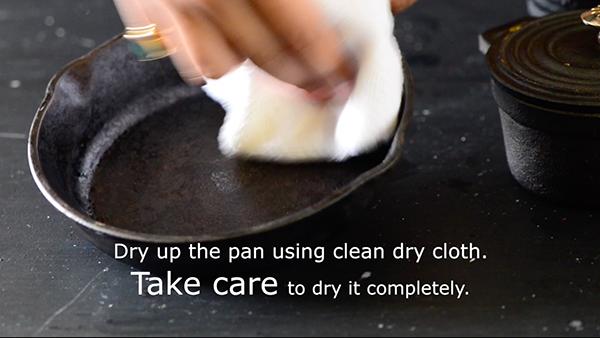 season cast iron pan -step 3