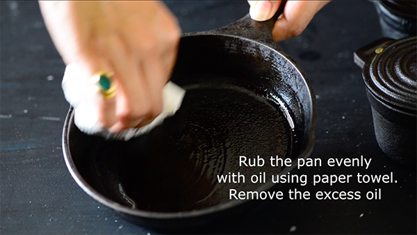 season cast iron pan -step 5