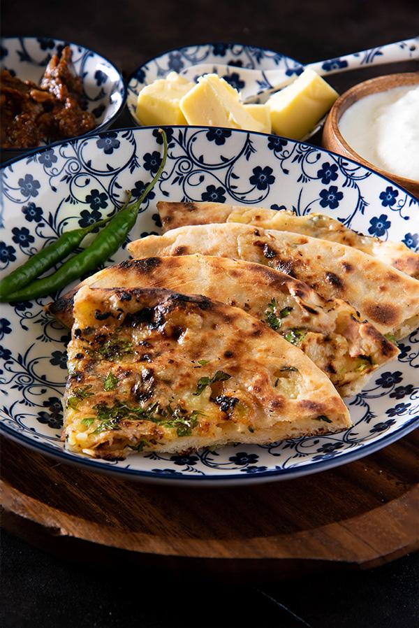 Amritsari-Kulcha-recipe-stuffed-aloo-kulcha