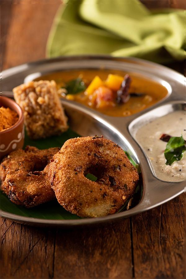 sooji vada with sambhar and chutney
